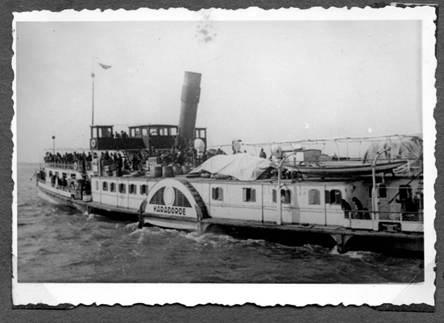 "Евреите на палубата на депортиращия параход ""КАРАГЕОРГИ"""